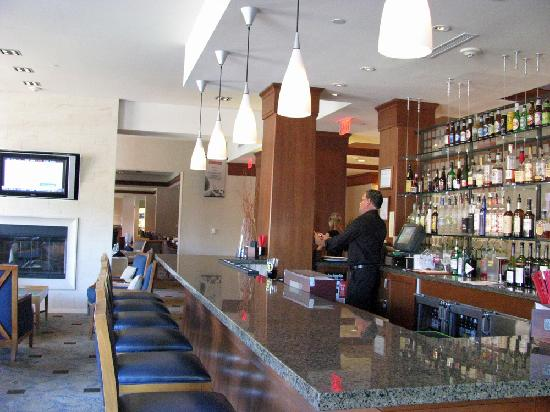 Hilton Garden Inn Portsmouth Downtown: The Hotel Bar Pictures