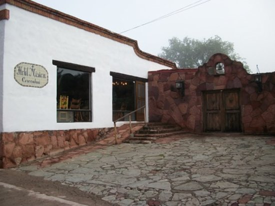 Cerocahui, Mexico: Main entry to Mision Hotel