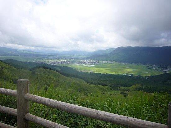 Aso, Japan: 阿蘇でも最高と言われる眺め