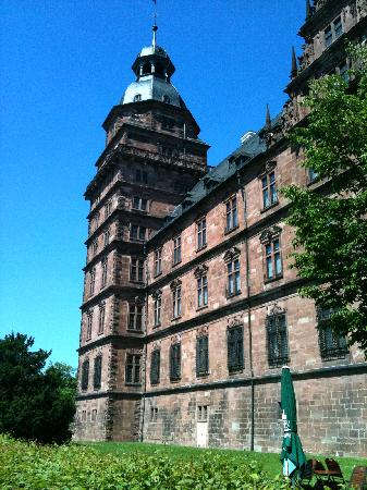 Seehotel Niedernberg - Das Dorf am See: Schloss Johannesburg in Aschaffenburg