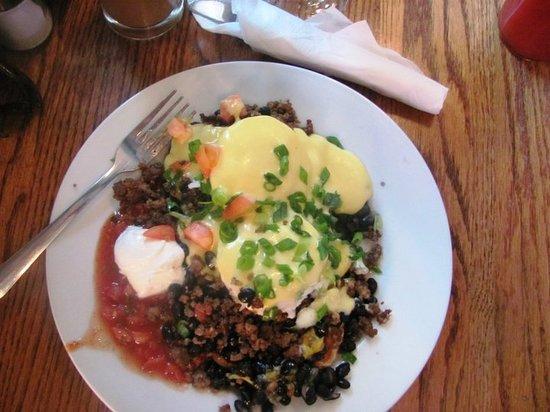 Creekside Cafe & Grill: Huevos Benedict- Nom