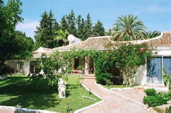 Villa Caprice Bed and Breakfast : Garden frontview Villa