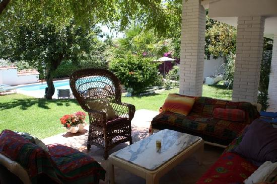 Villa Caprice Bed and Breakfast: Living room terrace
