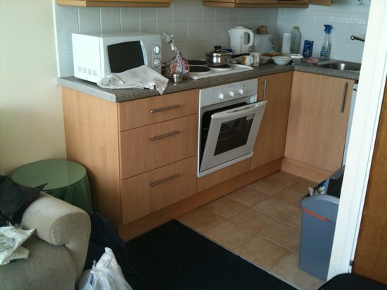 Lanteglos Lodges and Villas: The kitchen at least had been updated!