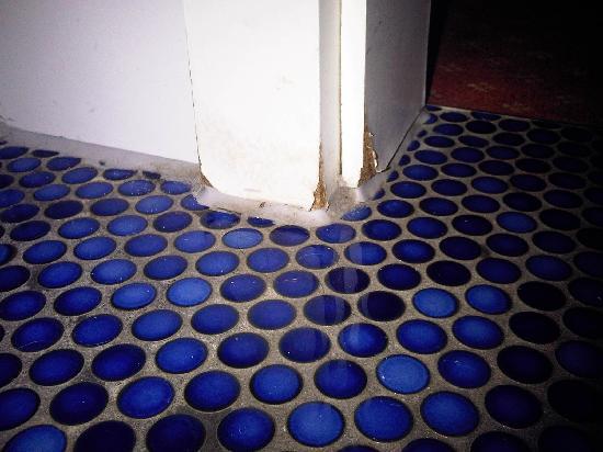 Godewind Hotel und Restaurant: Türzargen kaputt