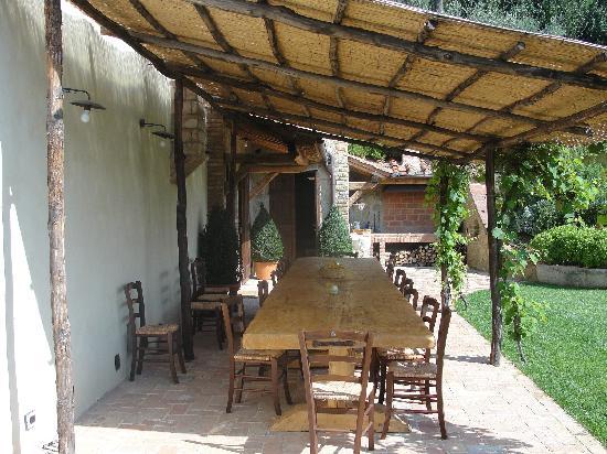 Il Podere di Toscana: Outside dining area