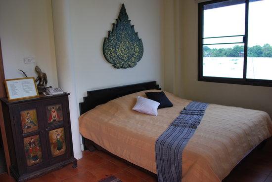 Ayutthaya Garden River Home: 川のすぐ横にあるヴィラ