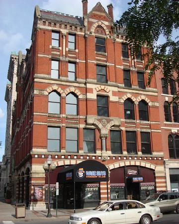 ซีราคิวส์, นิวยอร์ก: Our beautiful club from Salina Street!
