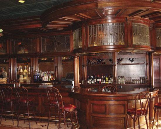 ซีราคิวส์, นิวยอร์ก: Enjoy your favorite cocktail in our gorgeous lounge!