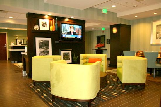 Hampton Inn Anderson/ Alliance Business Park : Lobby Area