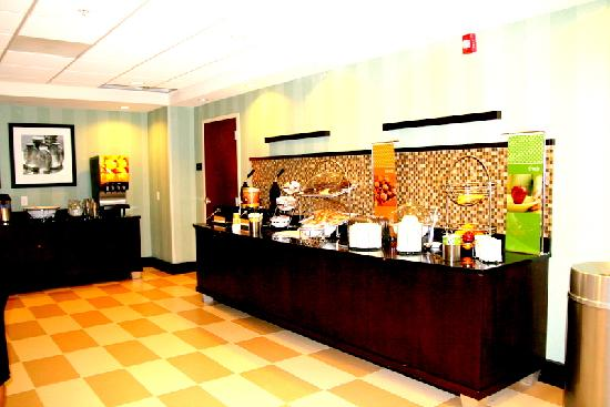 Hampton Inn Anderson/ Alliance Business Park: Free Breakfast Buffet