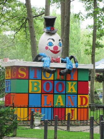 Storybook Land : Humpty Dumpty's Wall
