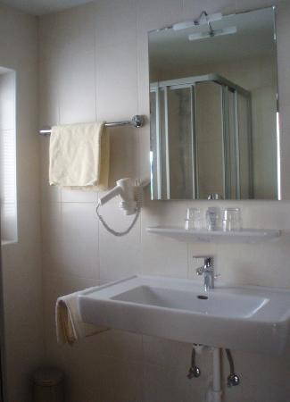 new bathrooms at the Bergwald in Alpbach, shower or bath, WC, hairdryer