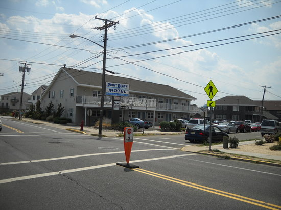 Point Pleasant Beach, NJ: Location is accross the street from the boardwalk & Beach