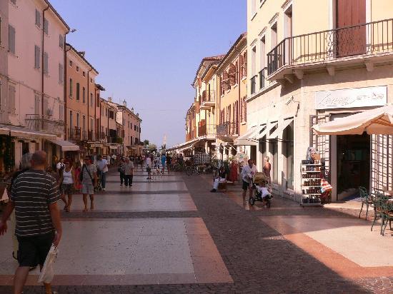 Bardolino, Italien: Fussgängerzone 2