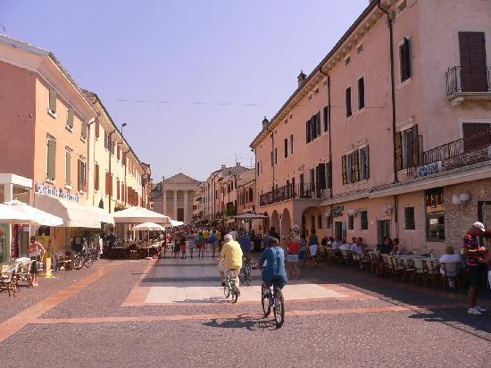 Bardolino, Italien: Fussgängerzone 1