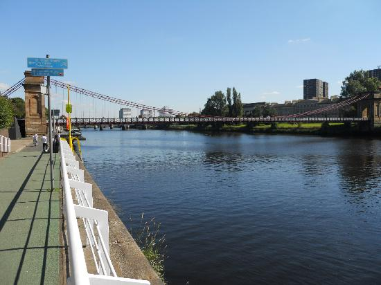 Glasgow, UK : Clyde in  a sunny day