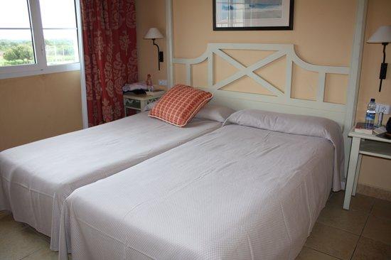 Holiday Village Menorca: Schlafzimmer