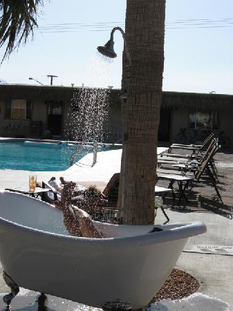 Desert Hot Springs, CA: Hot Springs Bath and Shower
