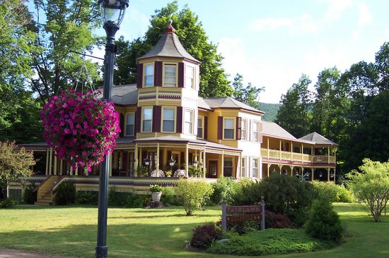 Fairlawn Inn: The Inn