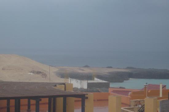 Marine Club Beach Resort: Vista camera laterale