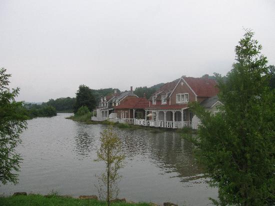 Center Parcs Le Lac d'Ailette : from the lake