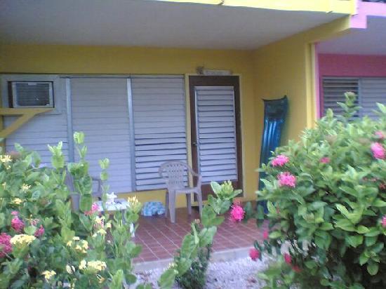 Fischer's Cove Beach Hotel: Private patio