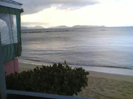Fischer's Cove Beach Hotel: View from the open-air common area (early, early morning)