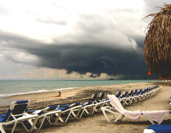 Sheraton Bijao Beach Resort: storm that never touched us