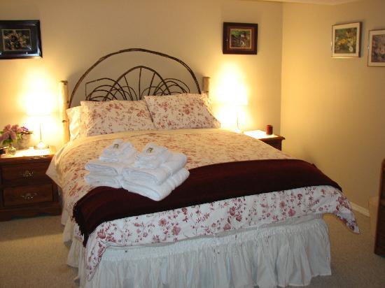 Garden View Cottage Bed & Breakfast: une des chambres