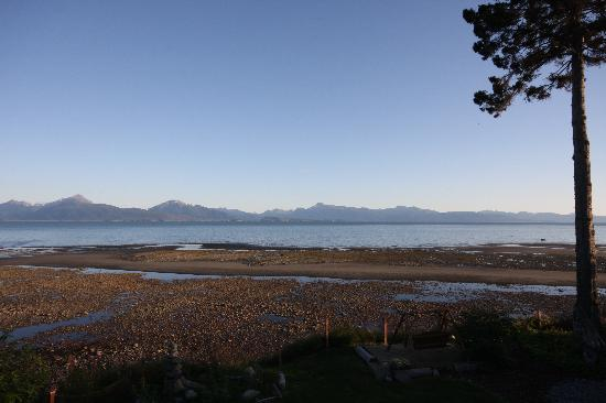 Homer Inn & Spa: View From Deck out to the Bay at low tide