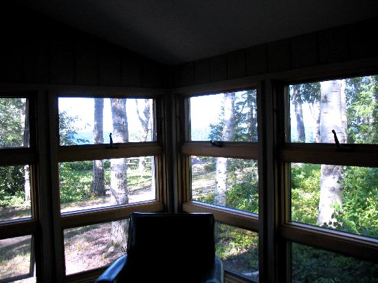 Eagle Lodge and Lakeside Cabins : View from deluxe 1 bedroom cabin porch