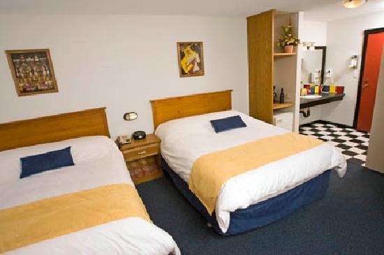 The Bulldog Hotel Silver Star: Queen/Queen Room