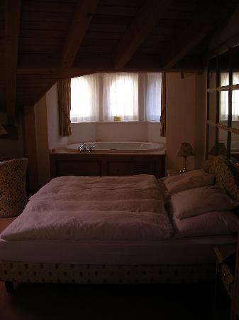 Hotel Albatros: Le jacuzzi dans la suite avec vue sur le Cervin