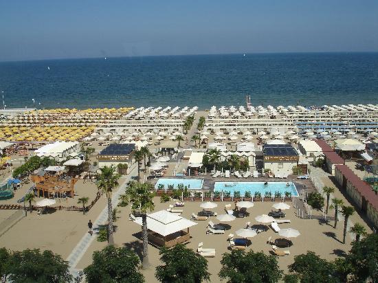 Hotel Lungomare: Spiaggia vista dal ristorante al 5 piano