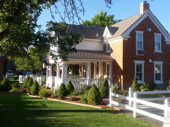 Heritage Inn Bed and Breakfast: Pioneer Home Built in 1890