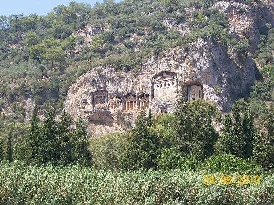 Loryma Resort: catacombs