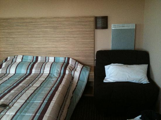 Hôtel Erromardie : Lit double et canapé-lit 1 place