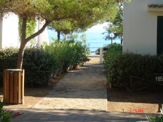 Crovatico Centro Vacanze: vista dal portico ( villette settore C)