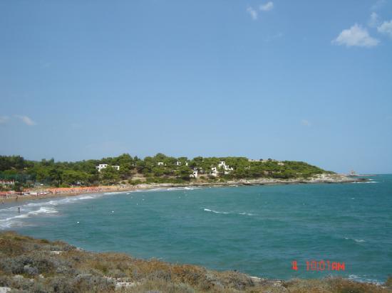 Crovatico Centro Vacanze: una spiaggia confinante con il villaggio