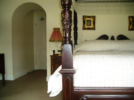 Sallyport House: Our spacious room overlooking the garden
