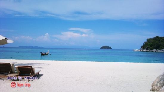 Idyllic Concept Resort: beach in front of resort
