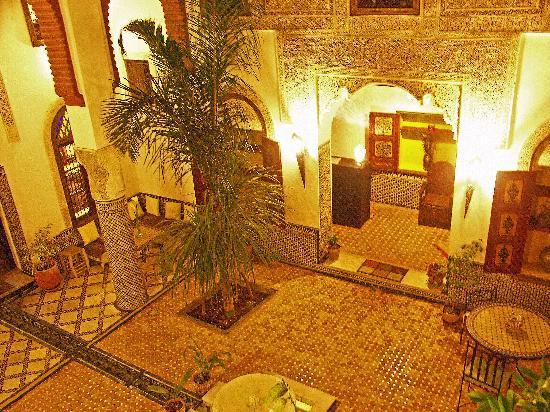 Riad El Ma: Vue du coeur du riad de nuit