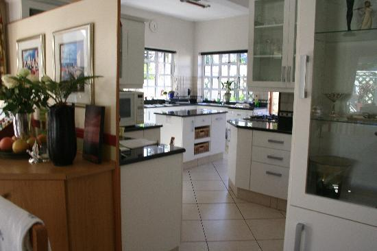 Anchorage Guesthouse: Guest House Kitchen Area