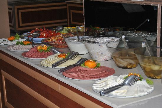 Eken Resort Hotel: hum nourriture toujours bien chaude!! pas de frigo!!!