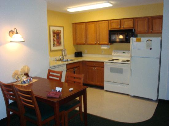 Residence Inn Houston Downtown/Convention Center: Kitchen