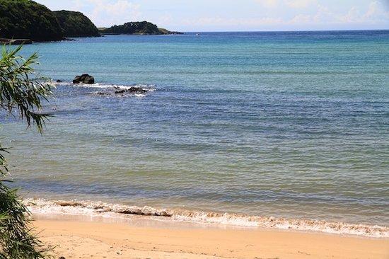Satohama Beach: 遠浅の里浜ビーチ