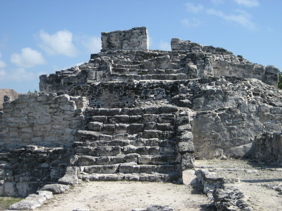 Hummer Jungle Tours: The temple at El Rey, the archeological site