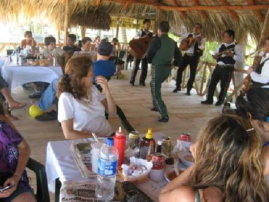 Zacatecoluca, El Salvador: mariachi weekend