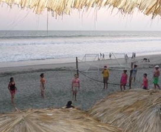 Zacatecoluca, Salwador: sports at the beach
